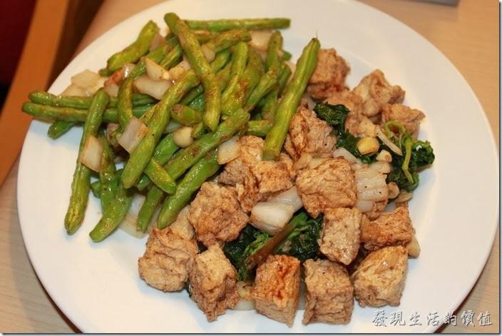 花蓮-德安橋頭林家烤魷魚。這裡有百葉豆腐及四季豆。「四季豆」炸到脆脆的,還帶著原始的甜味。百葉則是普普。