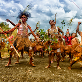 papua dancer by Wahyudi Syahrir - People Musicians & Entertainers