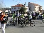 """Concentración ciclista en la zona conocida como """"los dos puentes"""" de Navaluenga"""