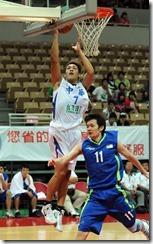 中華隊-7號周儀翔(左)馬來西亞隊-11號羅樹輝(右)