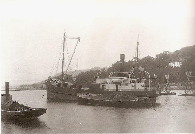 El buque MANUEL cargando en El Puntal. Foto Arturo del Fresno. Ca. 1920. De la web FUNDACION CARDIN.jpg