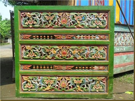 Kayu jati tua Ukiran antik motif 2 burung dan bunga bunga