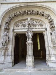 2014.09.09-010 statue de Viollet-le-Duc à l'entrée de la chapelle