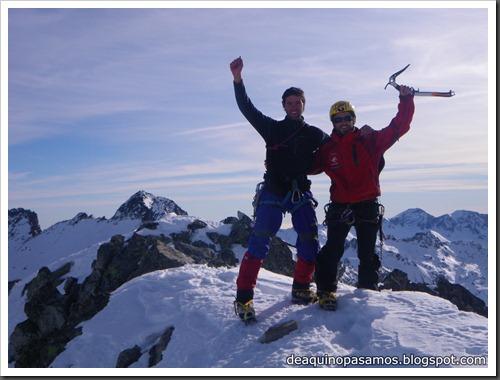 Corredor Noroeste (Izquierda) 300m AD  65º (Pico Serrato 2888m, Pirineos) 7448