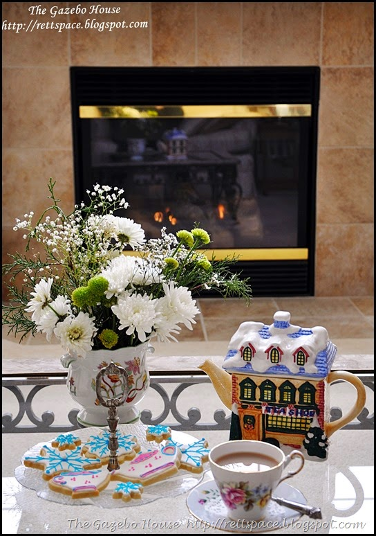 tea & cookies on a snowy day 001