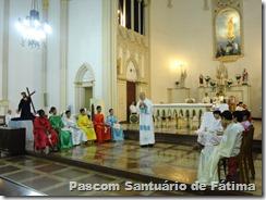 """""""Que cada coordenador de pastoral seja um lavador de pés, assim como Jesus foi, ao lavar os pés de seus discípulos."""" (Pe. Ridz em sua homilia)."""