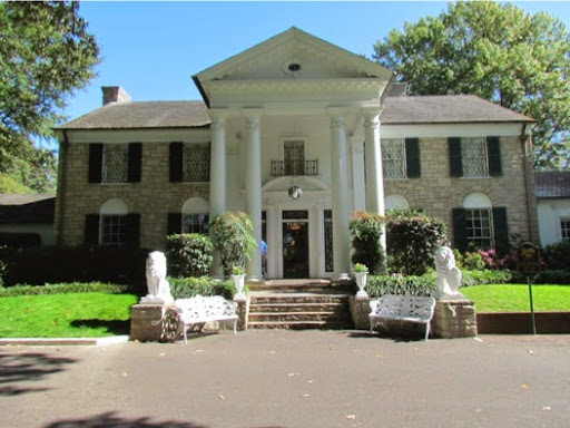 VisitingElvis%252527GracelandMansion-27-2014-10-30-09-47.jpg