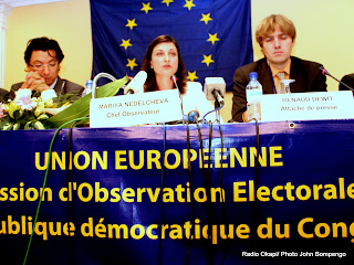 Au centre, Mariya Nedelcheva, membre du parlement europen et chef observatrice  la mission dobservation lectorale de lunion europenne en RDC( MOE UE). Radio Okapi/ Photo John Bompengo