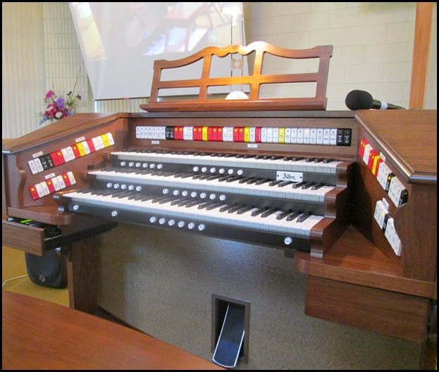 The magnificent Allen TH300 Theatre Organ that Chris Powell played. The Allen was generously provided by Music Planet Botany. Photo courtesy of Dennis Lyons.