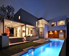 Casa laurel de arquitectura sostenible arquitexs - Casas modernas con piscina ...