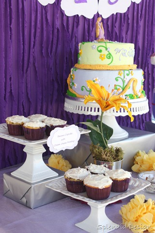 Tangled cake with cupcakes