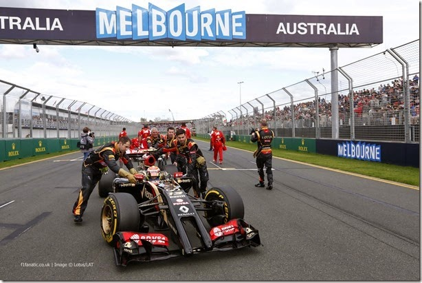 Albert Park, Melbourne, Australia. Sunday 16 March 2014.  Lotus mechanics push Pastor Maldonado, Lotus E22 Renault, to the grid. Photo: Alastair Staley/Lotus F1 Team.  ref: Digital Image _R6T7921