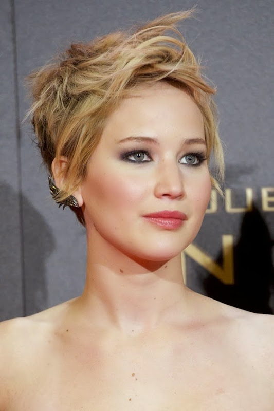 Jennifer-Lawrence_glamour_14nov13_rex_b_592x888