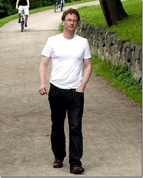 """RDMERKET! IKKE SALG!!!!!!!!   <br />OSLO 20110804. VG mtte den mystiske bloggeren """"Fjordman"""" (Fjordmannen) - i Frognerparken, Peder Jensen fra lesund.   <br />FOTO: MAGNAR KIRKNES / VG"""