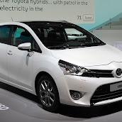 2013-Toyota-Verso-MPV-1.jpg