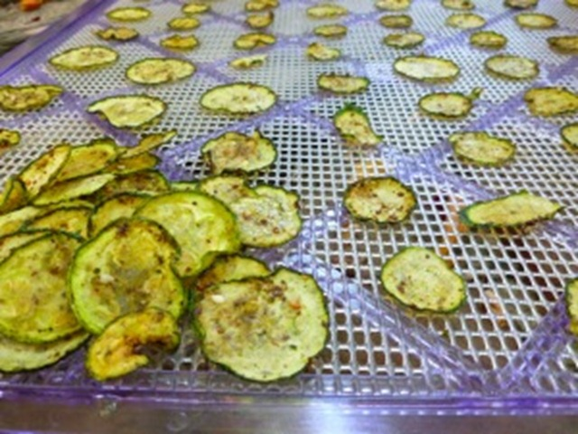dehydrating-zucchini-300