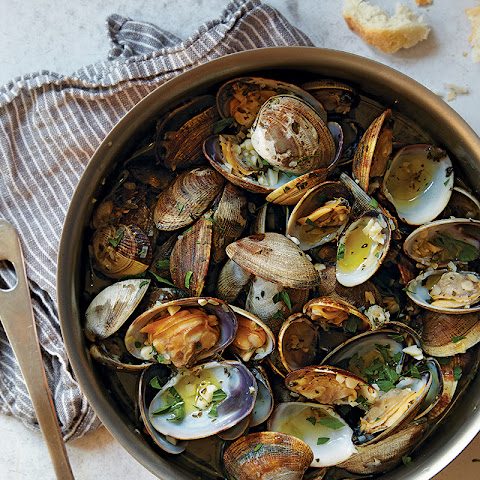 Garlic-Steamed Manila Clams
