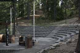 WA memorial amphitheater construction using retaining walls