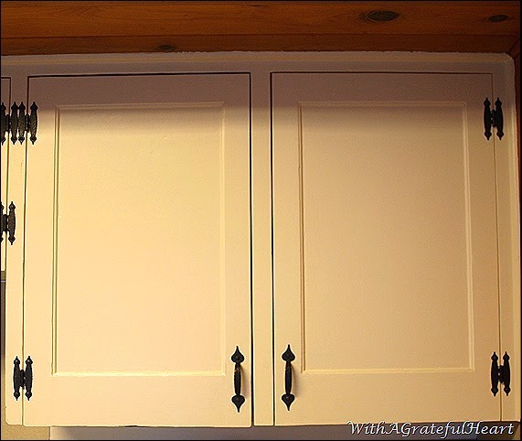 Beach Getaway - Kitchen Cabinet