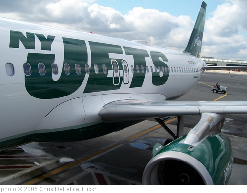 'NY Jets A/C at EWR 10/19/2010' photo (c) 2005, Chris DeFelice - license: http://creativecommons.org/licenses/by-nd/2.0/
