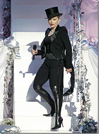Madonna_VMA2003_steps