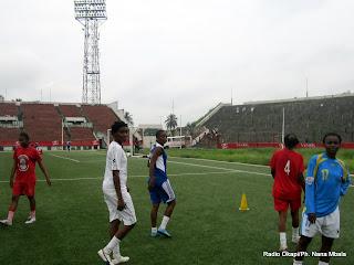 Les Léopards sénior dames football, au cours d'une séance d'entrainements au stade Tata Raphaël, le 21/12/2011. Radio OKapi/Ph. Nana Mbala