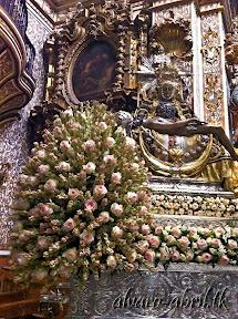 exorno-floral-centenario-coronacion-canonica-año-jubilar-mariano-angustias-granada-alvaro-abril-vela-2013-(24).jpg