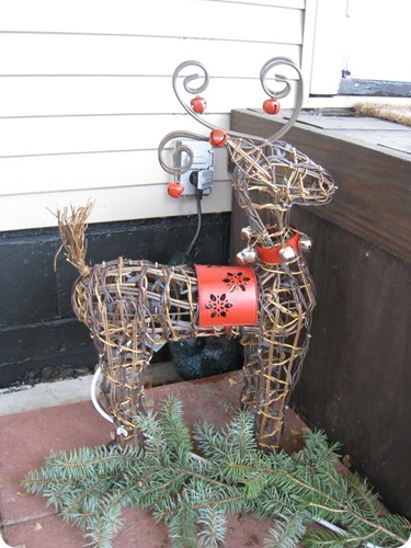 holiday_reindeer_daytime_athomewithh
