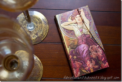 Mucha-Amethyst-Table
