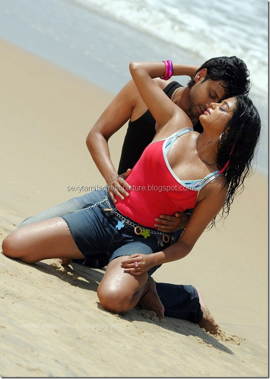 priyamani_stills_hot_in_wet_dress_01