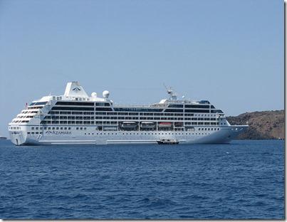 800px-Azamara_Quest_off_Santorini