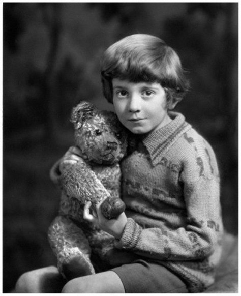 Christopher-robin-milne-in-1928-7-407x500