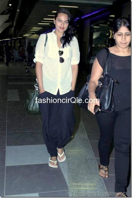 Sonakshi Sinha Hot Pics at Airport 6