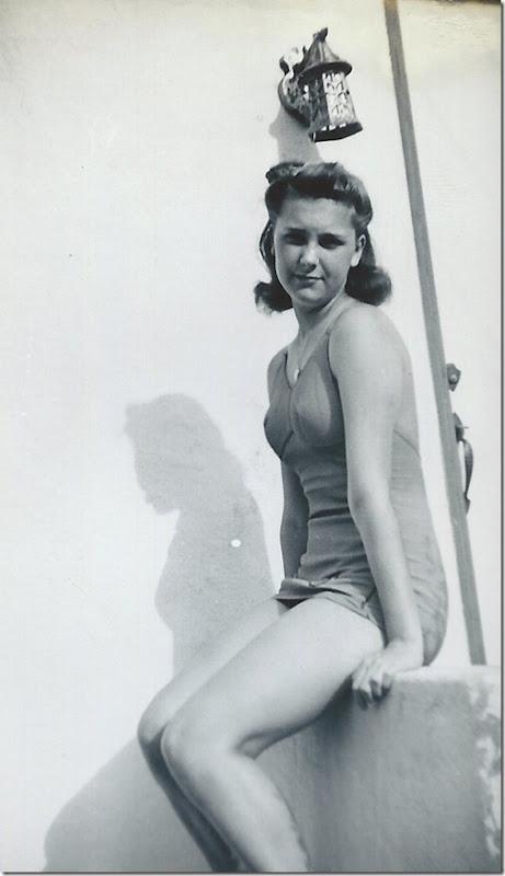 Geraldine swimsuite 1945