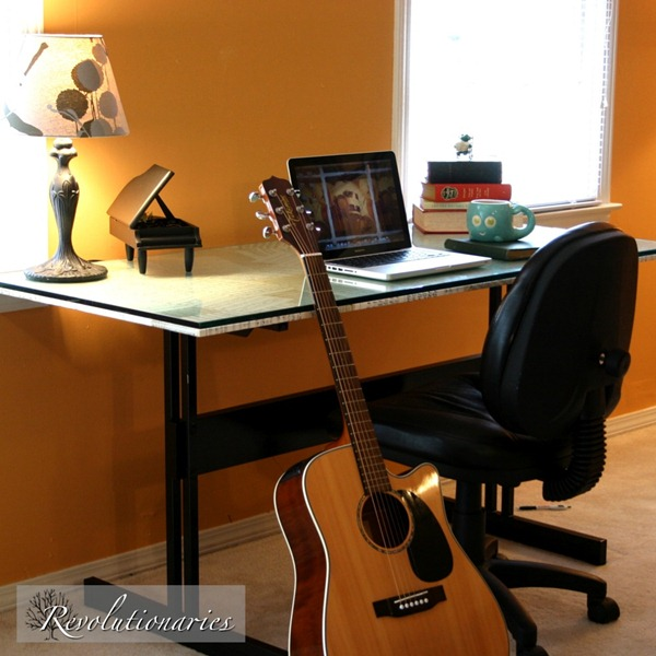 squarepic-of-sheet-music-desk