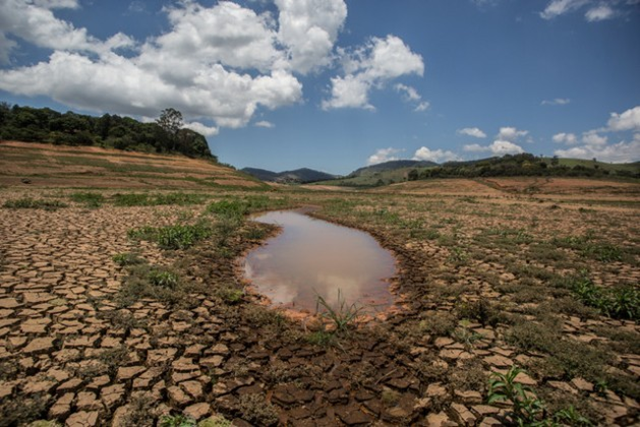 A puddle is all that is left in one of the reservoirs of the Cantareira System, which normally supplies nearly half of the São Paulo metropolitan region. Photo: Ninja / ContaDagua.org