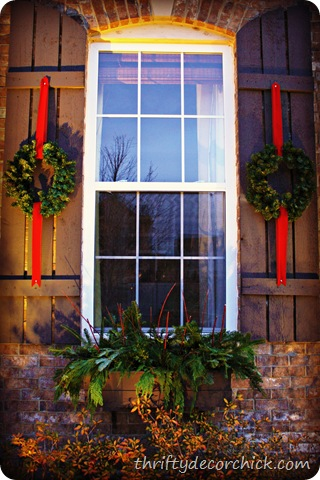 festive outdoor decor from thrifty decor chick
