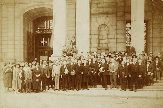 International Fortnight (in which the International University is organised) in front of the Palais mondial, Brussels, 1922