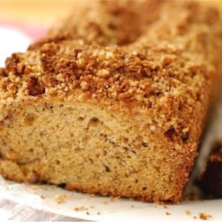 Banana Bread with Cinnamon Pecan Streusel