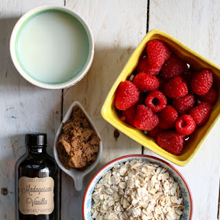 Overnight Refrigerator Oatmeal with Almonds and Raspberries