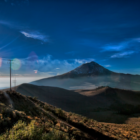 Sunrise at the mountain by Cristobal Garciaferro Rubio - Landscapes Sunsets & Sunrises ( volcano, mountain, popo, popocatepetl, sunrise )