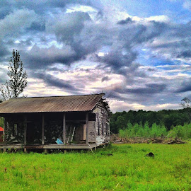 Vibrant in decay by Zeralda La Grange - Instagram & Mobile iPhone ( #decay, #fallingdown, #clouds, #sky, #abandoned )