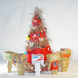 Mini Danbos gathering around the christmas tree by Alice Chia - Artistic Objects Toys (  )