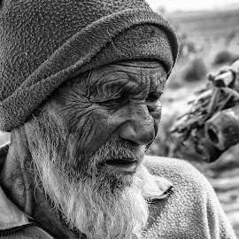 Borders of age by Mofassirul Ratúl - People Portraits of Men ( ratul,  )