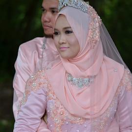 We look by Iz Fotografi Art Works - Wedding Bride & Groom ( malay wedding, melayu, wedding, kawin, malay groom, malay, nikah, malay bride, malaysia, perkahwinan, malaysian wedding )