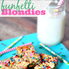 Funfetti Blondies {And a birthday gift for you!}
