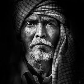 Indian portrait by Perry Janssens - People Portraits of Men ( black and white, india, travel, people, portrait )