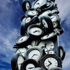 Une heure pour tous by Tonino De Rubeis - Buildings & Architecture Statues & Monuments
