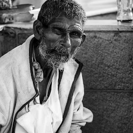 One Eye Blind by Inayat Shah - People Street & Candids ( pakistan, market, islamabad, old man, blind )