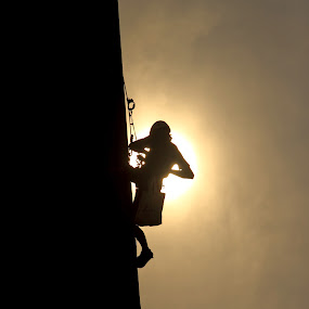 Silhouette by Rully Kustiwa - Sports & Fitness Climbing ( climb, statue, silhouette, sports, canon eos,  )